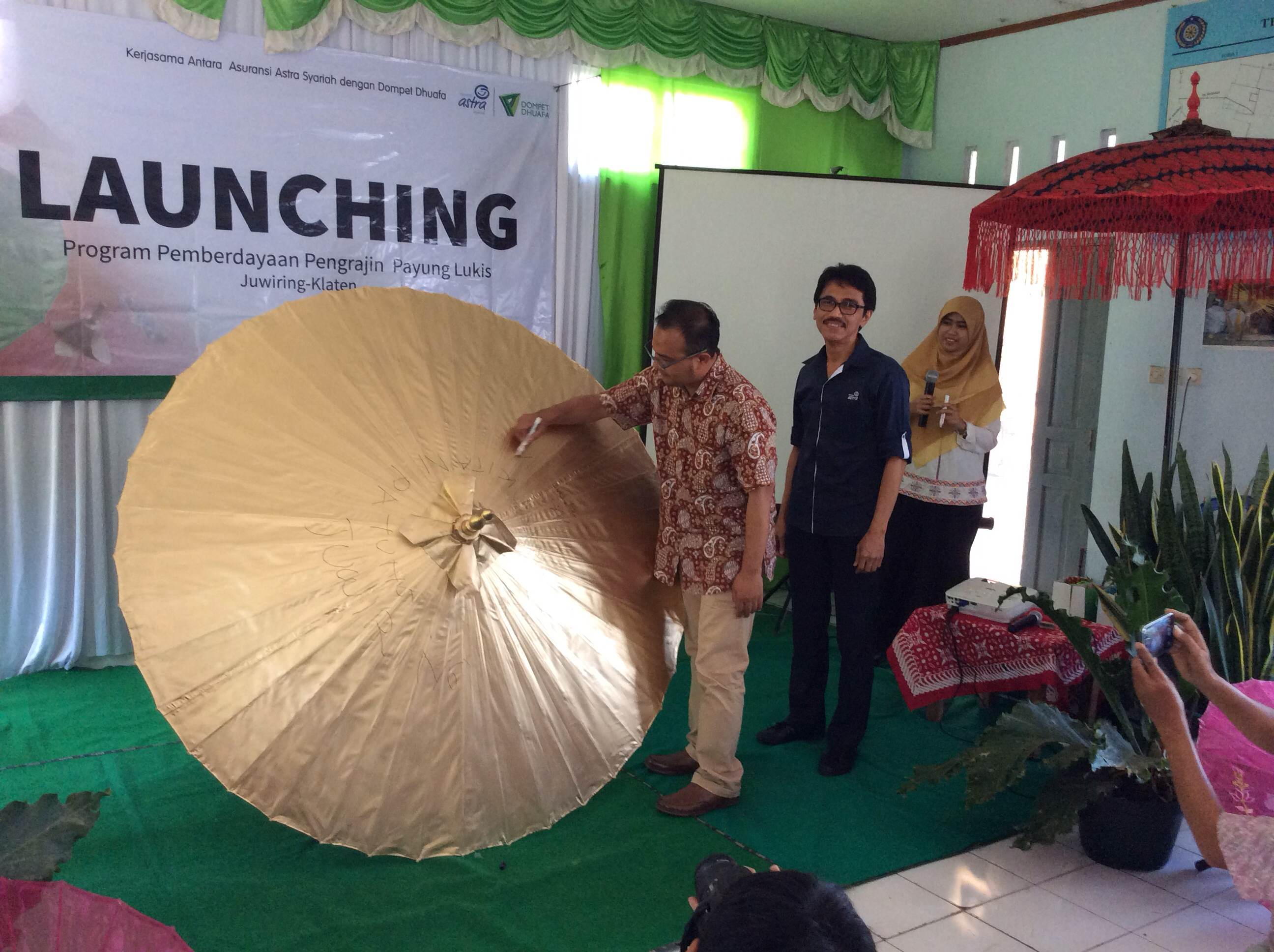 Asuransi Astra Syariah baru saja meluncurkan Program Pemberdayaan Payung Lukis pada 15 September 2015 di Juwiring, Klaten, Jawa Tengah. Acara peluncuran ini merupakan kelanjutan dari kerjasama dengan Dompet Dhuafa dalam program pemberdayaan pelaku usaha mikro, khususnya bagi perajin payung lukis.