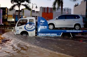 Garda Siaga Mengevakuasi Mobil Pelanggan Garda Oto