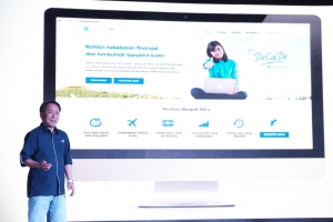 Santosa CEO Asuransi Astra saat melakukan peluncuran website gomitra.com