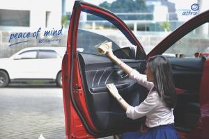 Empat Cara Menghilangkan Embun di Kaca Mobil Saat Hujan