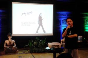 Santosa, CEO Asuransi Astra saat mendeklarasikan 'Going Mobile' di hadapan Awak Media di Yogyakarta