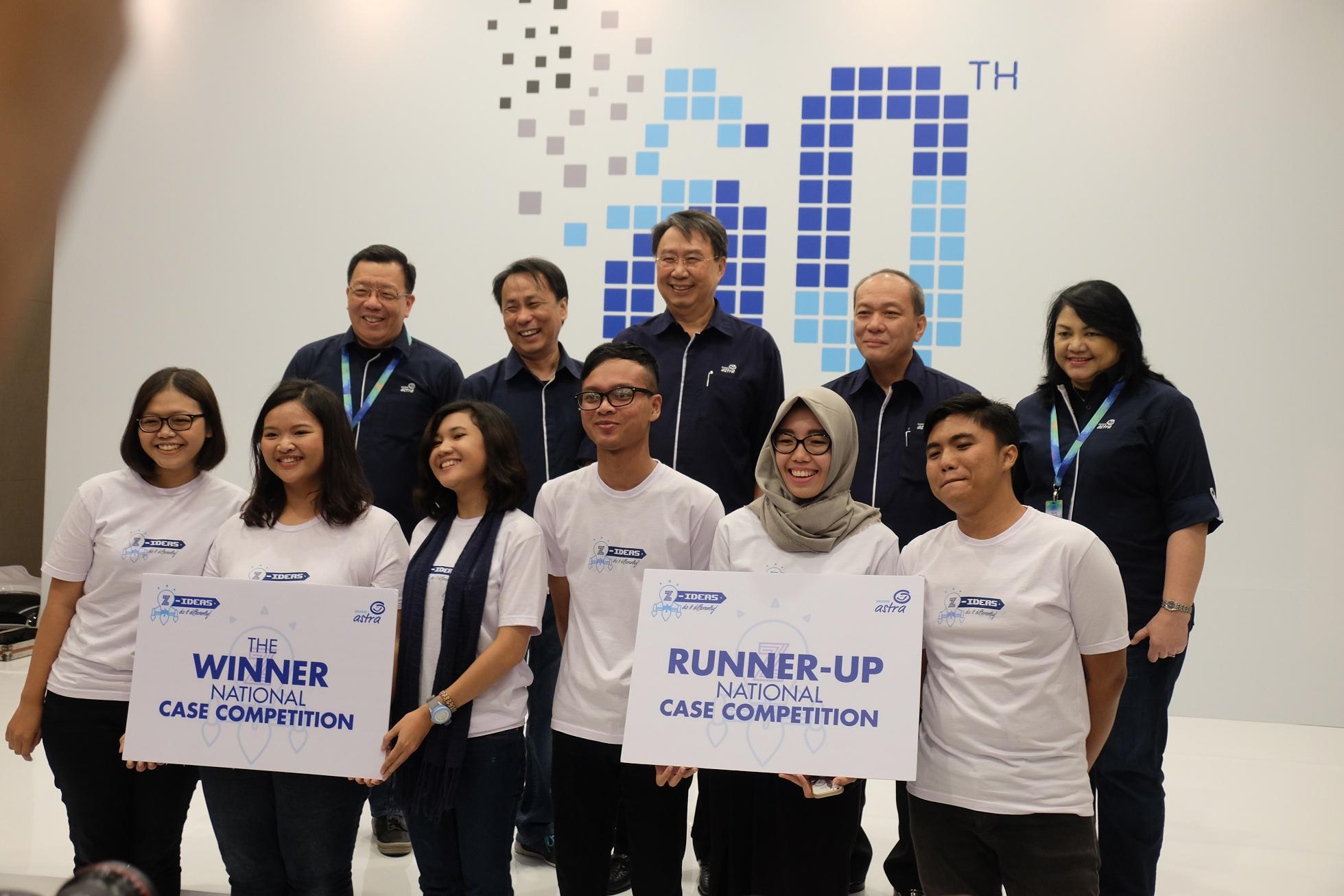 Para Pemenang Kompetisi Z-IDEAS berfoto bersama jajaran manajemen Asuransi Astra