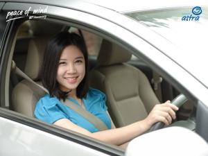 Manfaat membuka kaca mobil sebelum berkendara