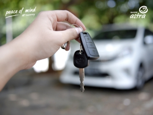 Menitipkan kunci mobil