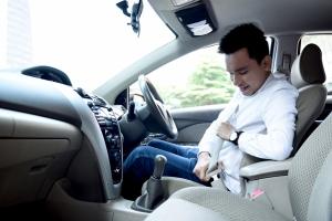 Biasakan diri untuk memasang sabuk pengaman sebelum berkendara
