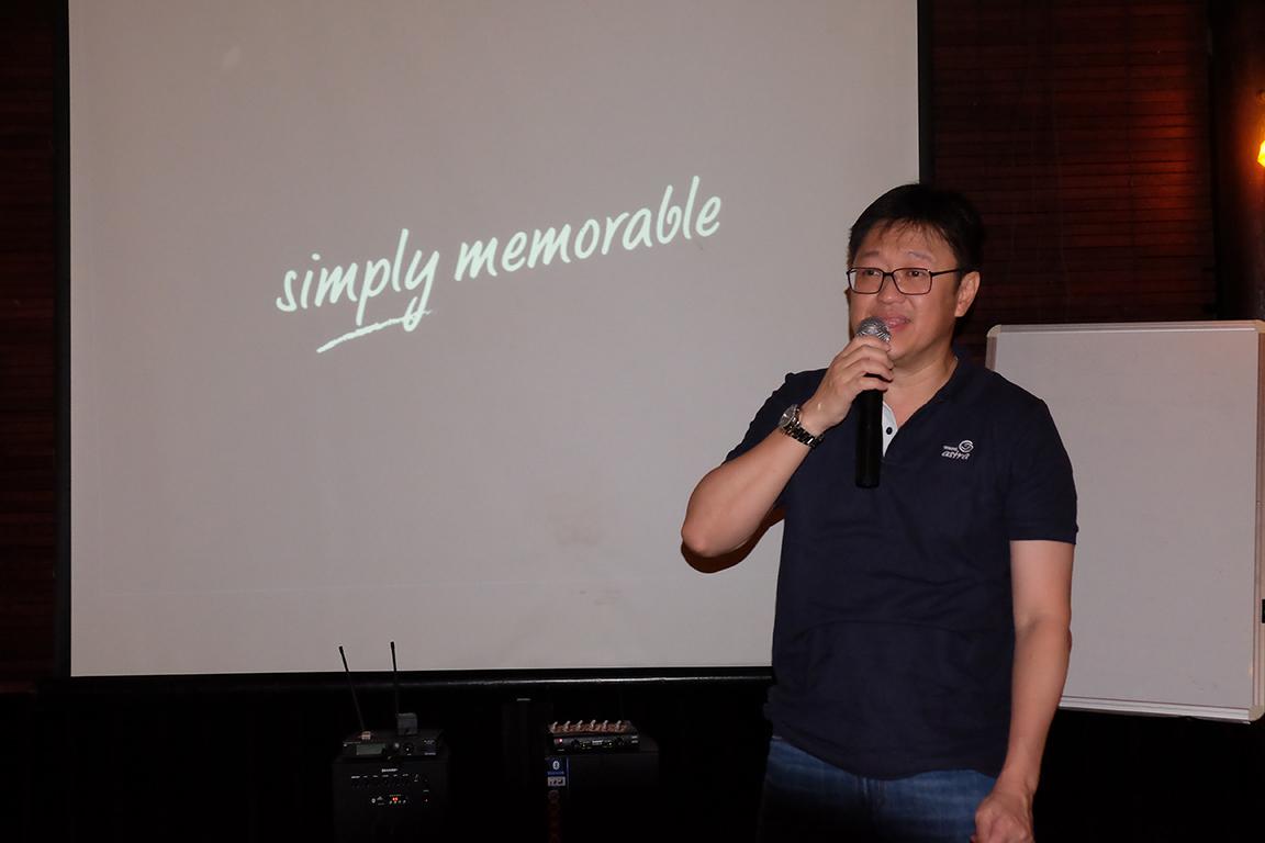 CEO Asuransi Astra, Rudy, menjelaskan tentang pencapaian Asuransi Astra dan strategi 'simply memorable' tahun 2017 kepada para awak media.
