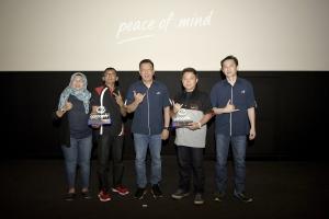 Manajemen Asuransi Astra berfoto bersama perwakilan Verlozity dan Teruci chapter Palembang