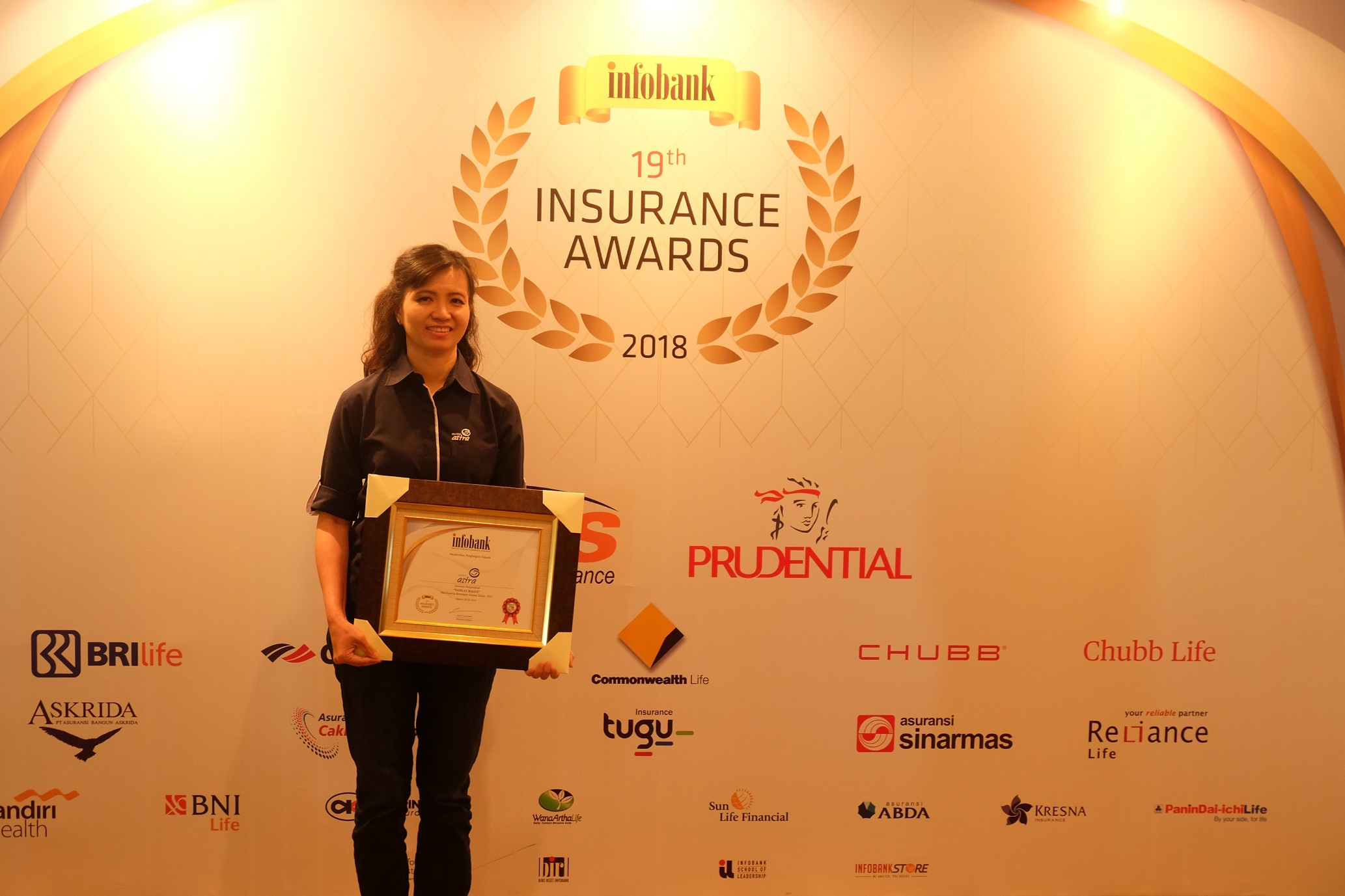 SVP Accounting and Finance Asuransi Astra, Lia Prilianty Singgih usai menerima penghargaan Infobank Insurance Awards 2018.