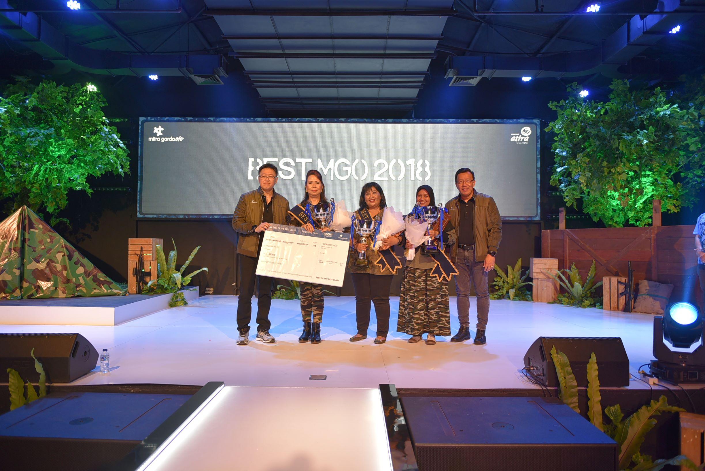 Penyerahan penghargaan kepada tiga mitra yang meraih Best MGO 2018