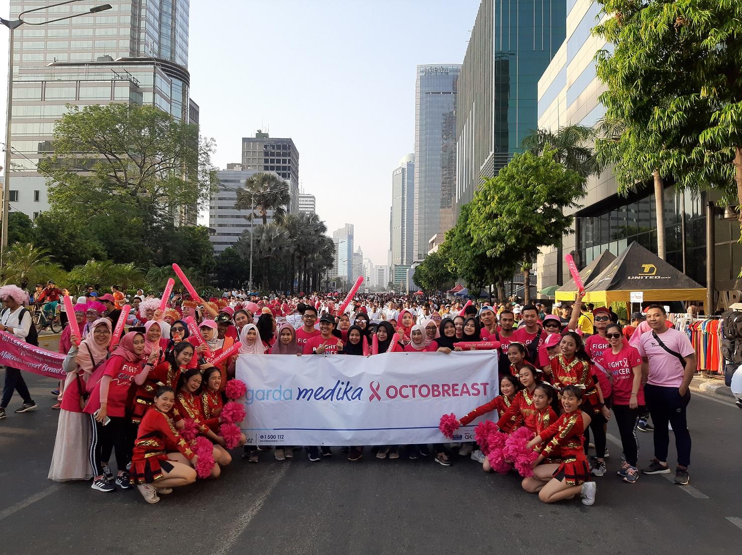Segenap karyawan Asuransi Astra turut meramaikan Pinkwalk.