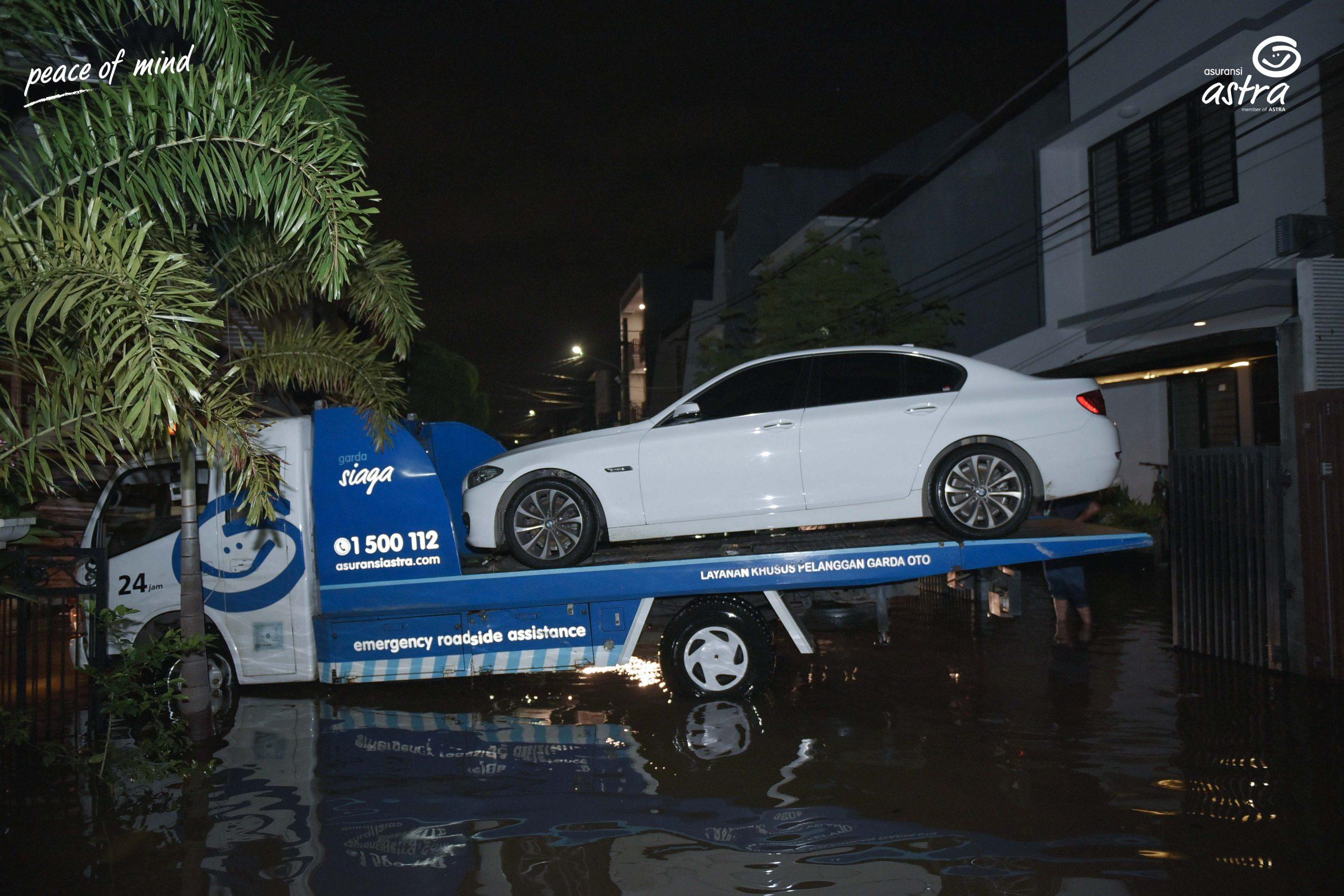 Layanan mobil derek Garda Oto selalu siap sedia membantu selama 24 jam dan dalam kondisi bencana alam.