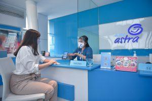 Dengan tetap mematuhi protokol kesehatan, Customer Service Officer Asuransi Astra siap memberikan service excellence kepada seluruh pelanggan di Garda Center
