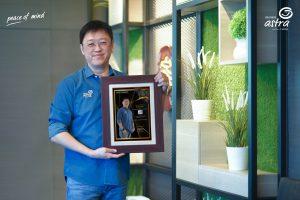 "Rudy Chen, CEO Asuransi Astra menerima penghargaan Indonesia Best CEO Award 2021 ""Employee's Choice"""